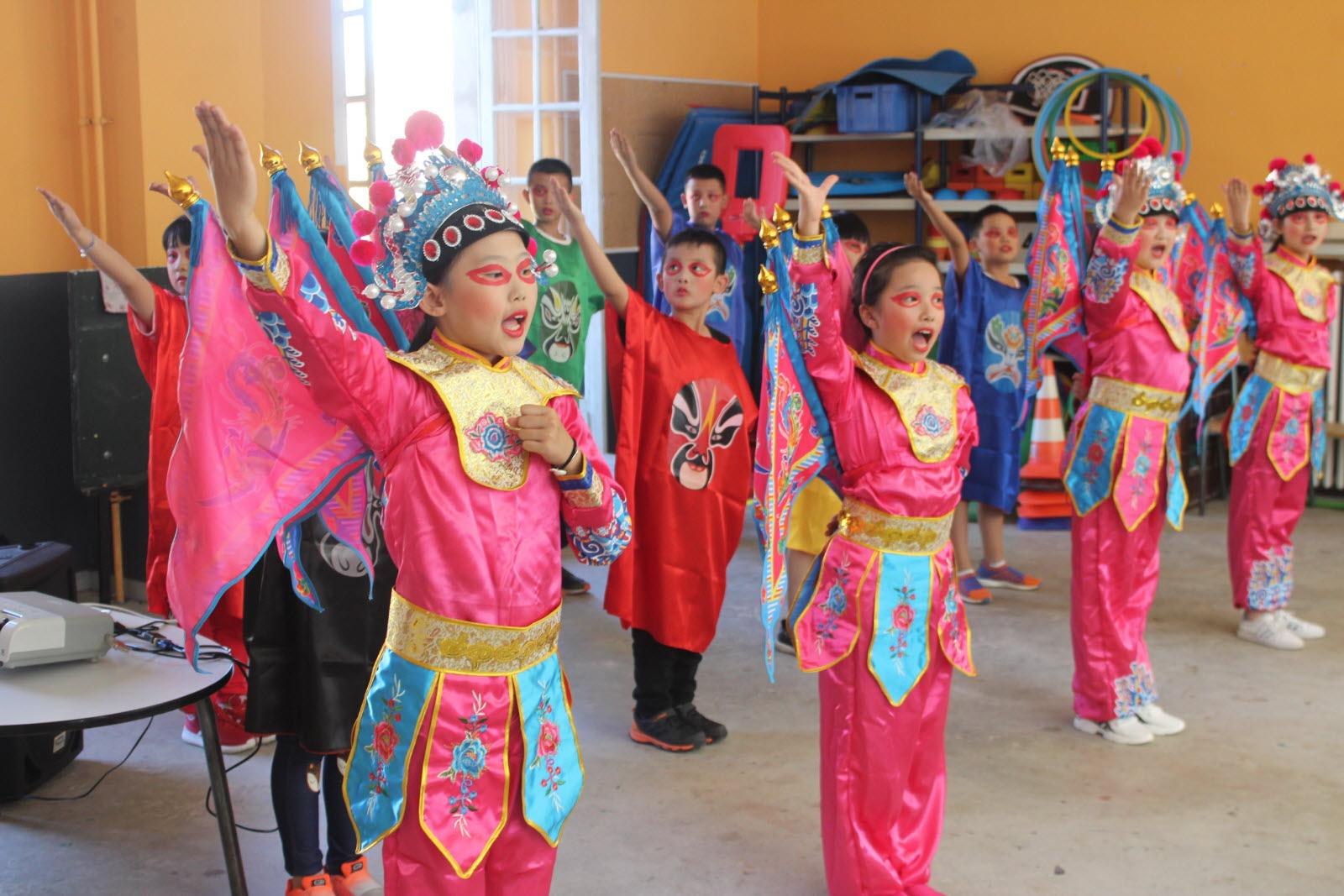 Autun | En Images Le Spectacle Des Enfants De Chengdu, Ville dedans Spectacle Danse Chinoise