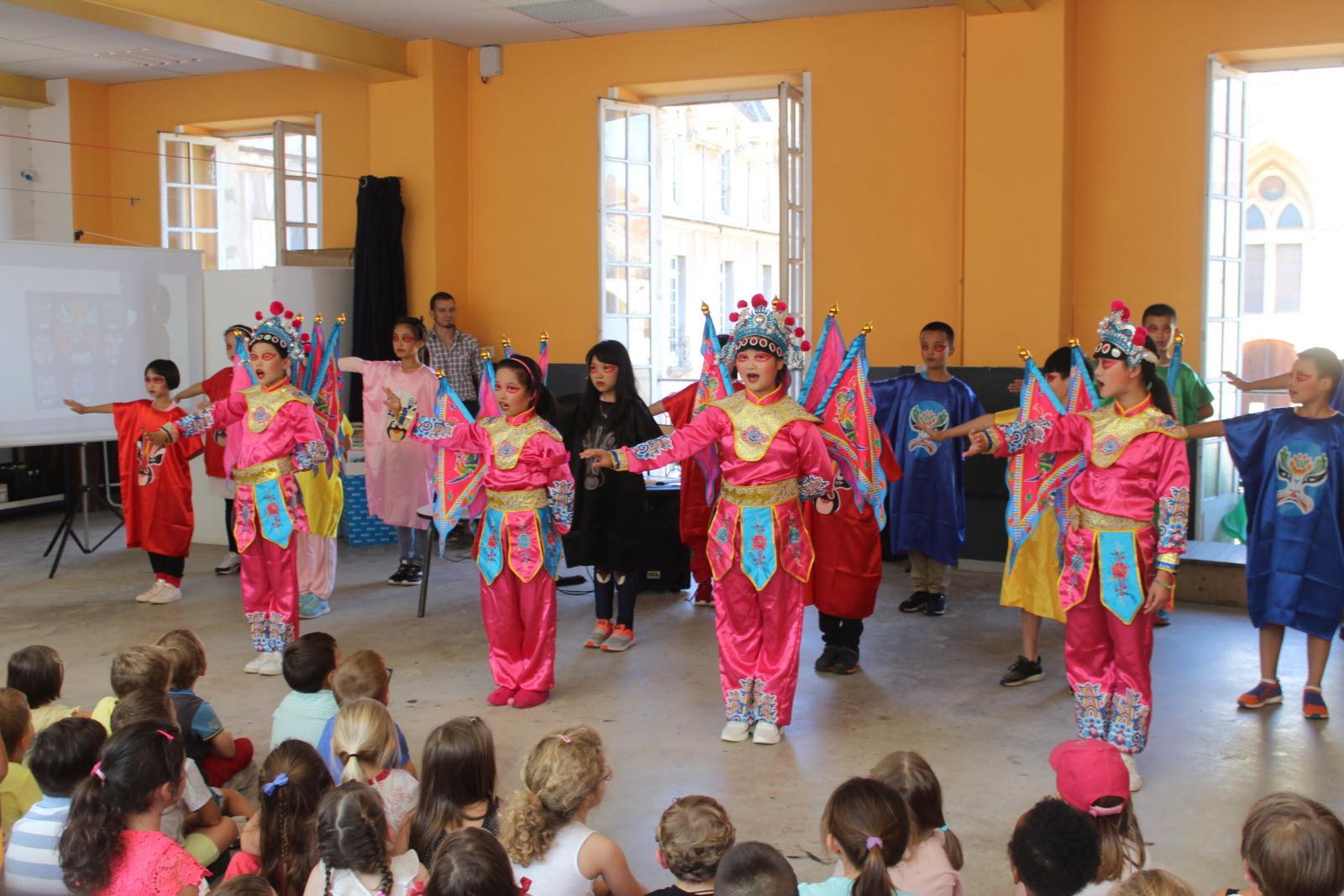 Autun | En Images Le Spectacle Des Enfants De Chengdu, Ville encequiconcerne Spectacle Danse Chinoise