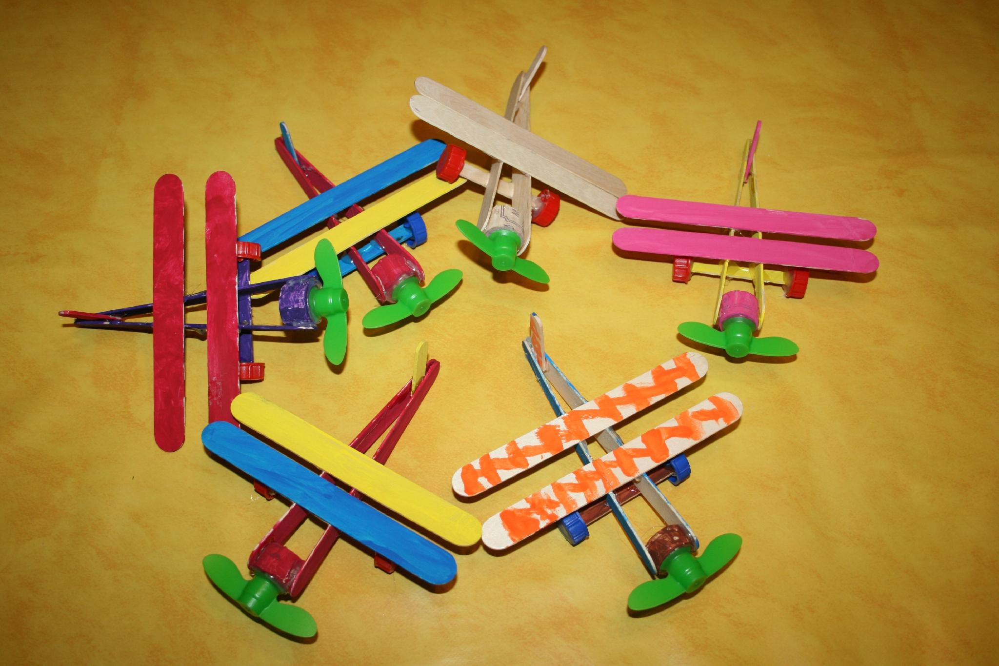 Avions En Bâtonnets De Glace Et Abaisse Langues - Les Lutins concernant Bricolage Avec Baton De Bois