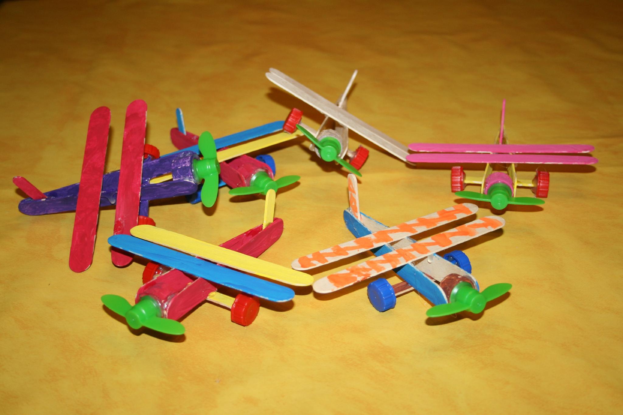 Avions En Bâtonnets De Glace Et Abaisse Langues - Les Lutins encequiconcerne Bricolage Avec Baton De Bois