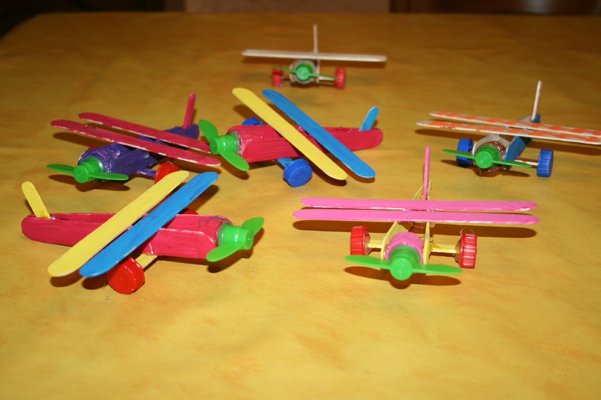 Avions En Bâtonnets De Glace Et Abaisse Langues - Les Lutins pour Bricolage Avec Baton De Bois