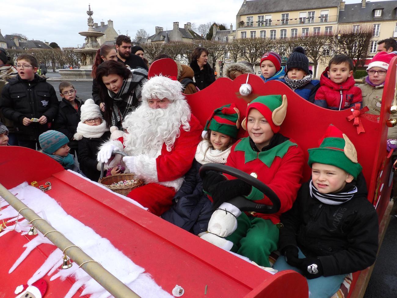 Bayeux. Ce Dimanche 9 Décembre 2018, Le Père Noël Troquera encequiconcerne Image Du Pere Noel Et Son Traineau