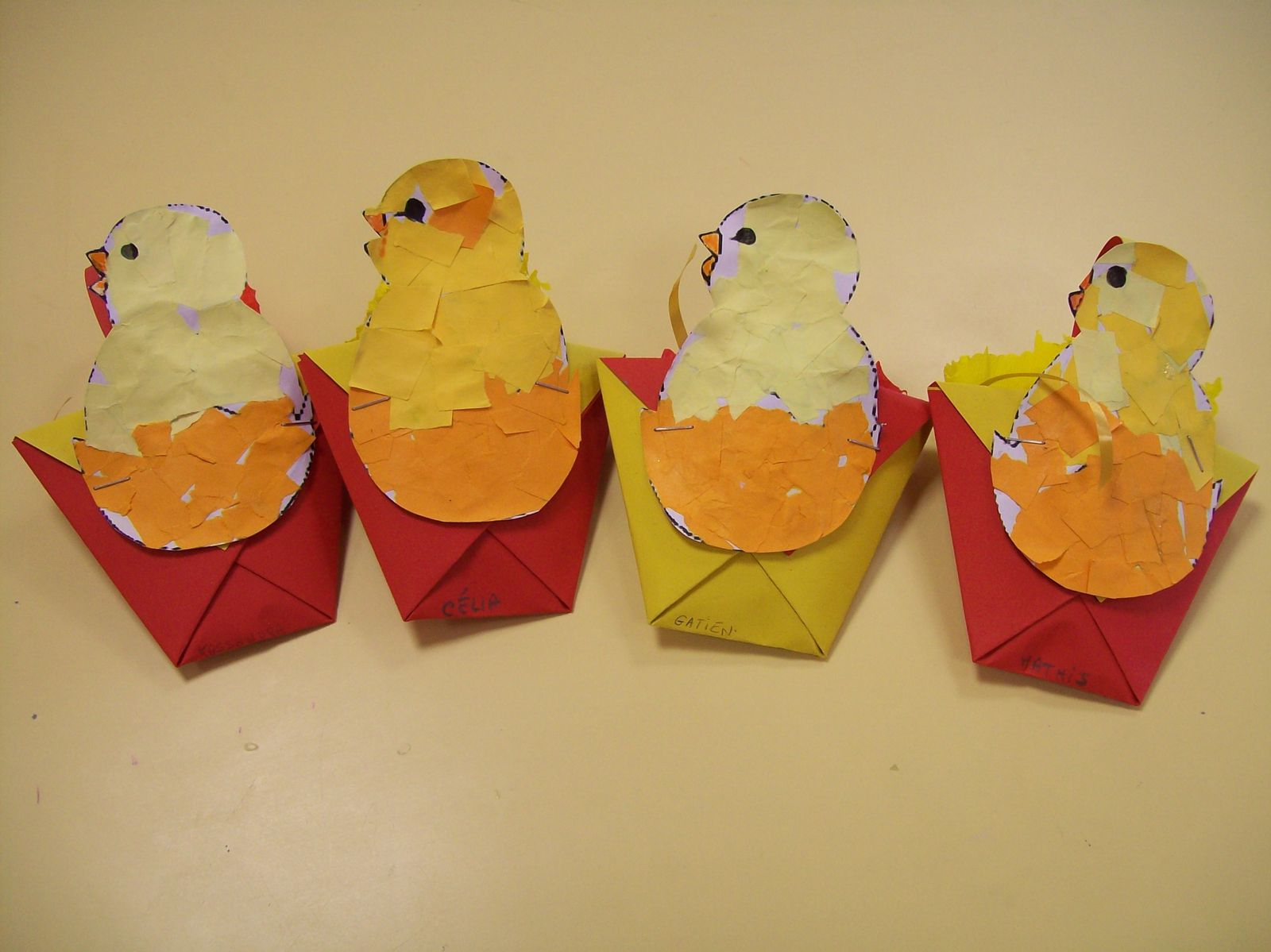 Bricolage De Pâques - Des Arts Visuels À L'école Maternelle dedans Bricolage Pour Paques Maternelle