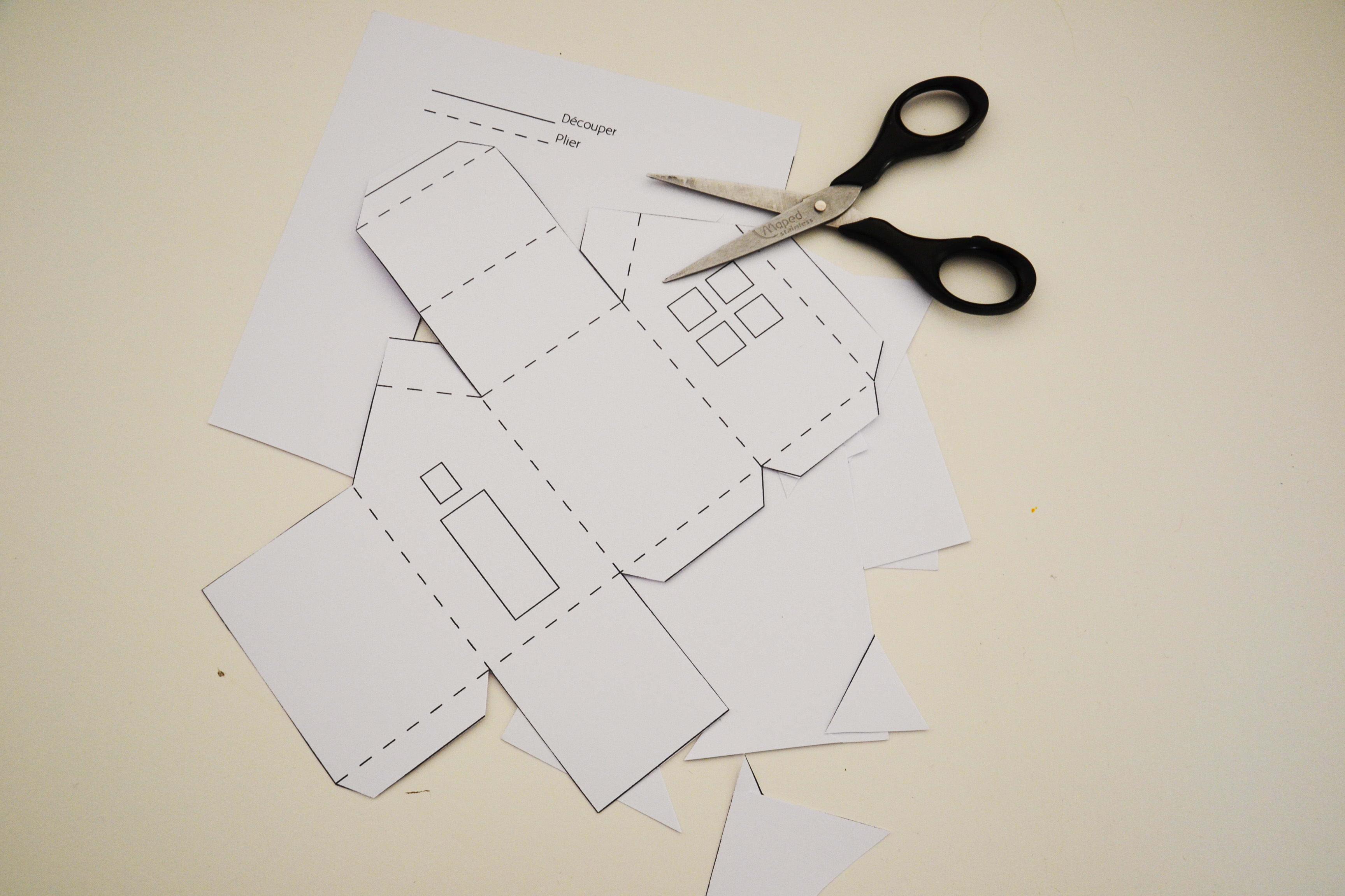 Calendrier De L'avent À Fabriquer : Des Maisonnettes En Papier intérieur Patron De Maison En Papier A Imprimer