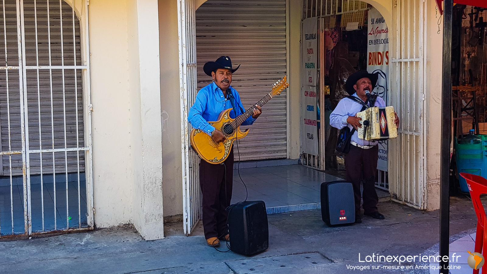 Cancun La Capitale Touristique Du Yucatan Au Mexique serapportantà Musicien Mexicain