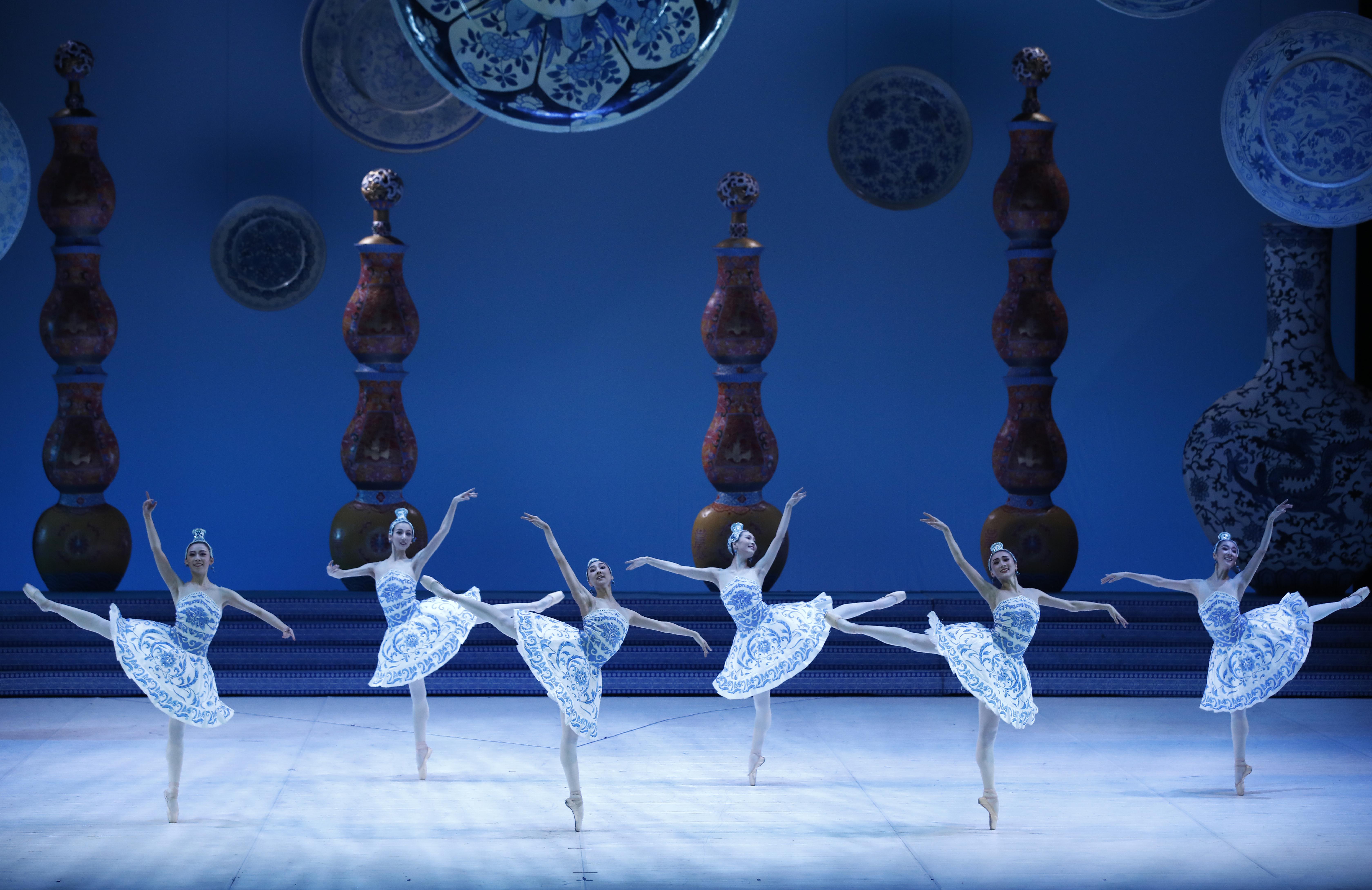 Casse Noisette Par Le Ballet National De Chine À La Seine avec Spectacle Danse Chinoise