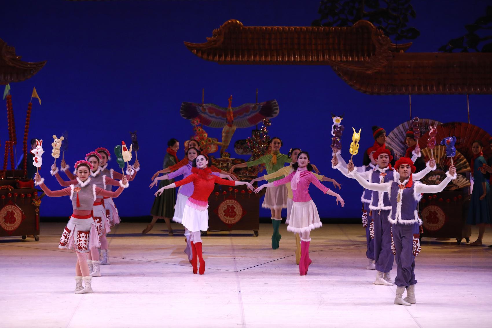 Casse-Noisette » Par Le Ballet National De Chine pour Spectacle Danse Chinoise