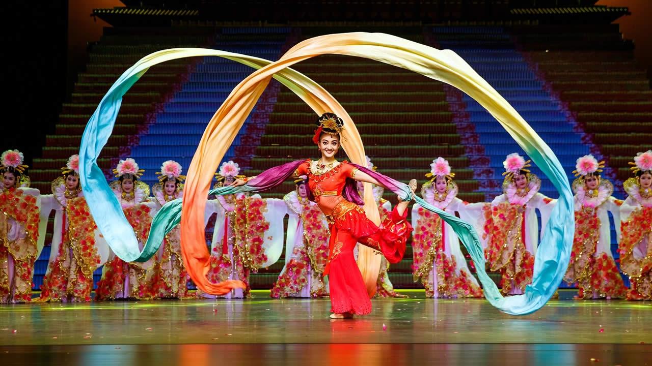 Chine : Une Soirée Culturelle Pour Les 70 Ans | Defimedia destiné Spectacle Danse Chinoise