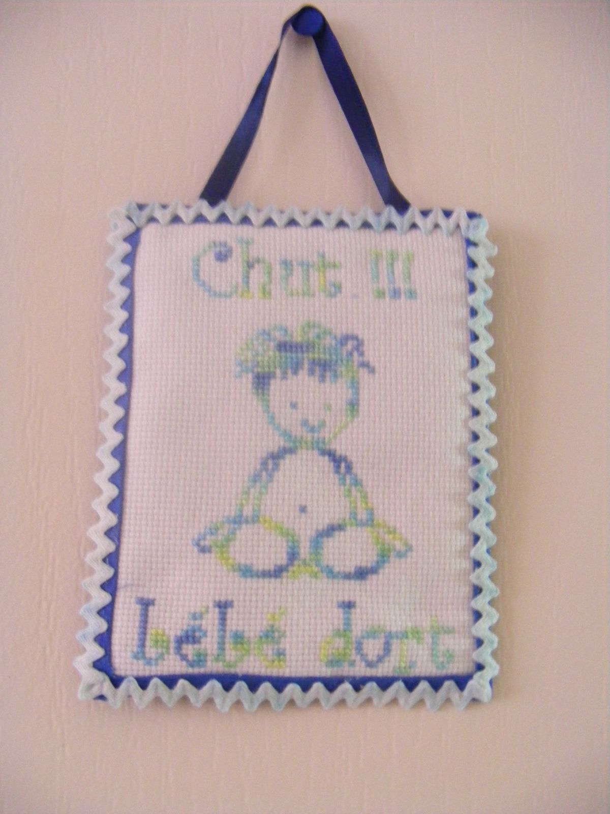 Chut ! Bébé Dort (2) - Point De Croix Et Cie concernant Image Chut Bébé Dort