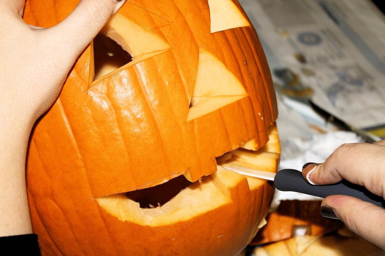 Citrouille D'halloween : Nos Astuces Pour La Creuser Et La avec Photo De Citrouille D Halloween