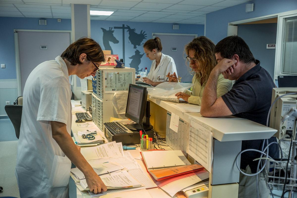 Clowneries Hospitalières Avec Etoil'clown | Apivia Prévention encequiconcerne Etoil Clown