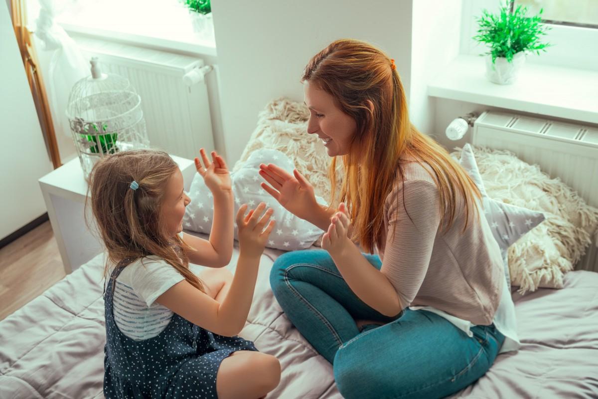 Comptine Pour Enfant « Dans Sa Maison Un Grand Cerf » > Mes pour Chanson Du Cerf Et Du Lapin
