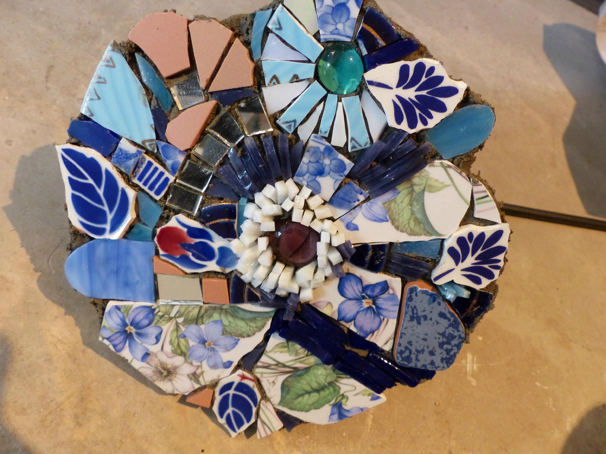 Création De Fleurs Avec Support Métal Pour L'extérieur concernant Support Pour Mosaique
