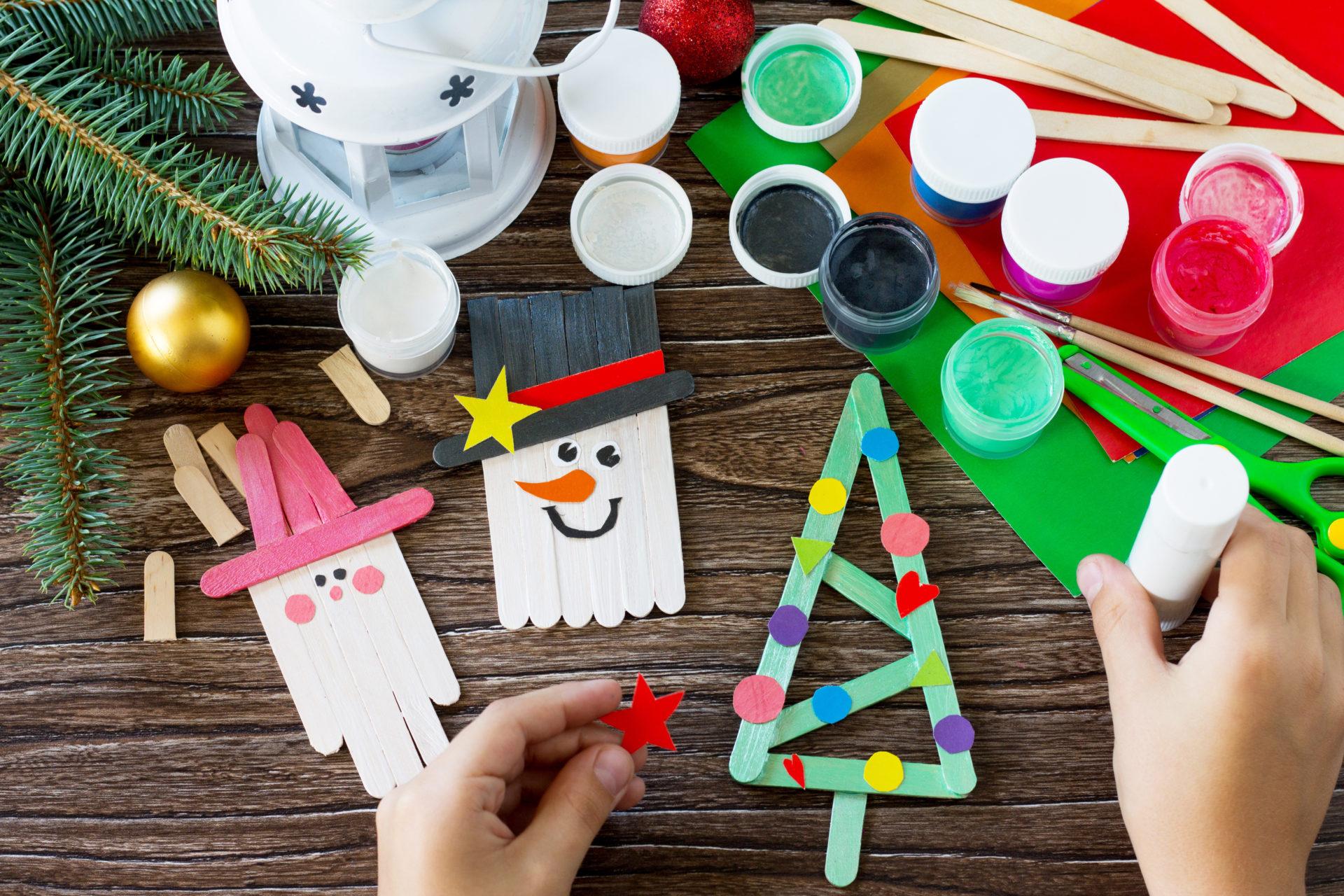 Décorer Son Sapin De Noël Avec Des Objets Fabriqués Par Les à Bricolage De Noel Pour Maternelle