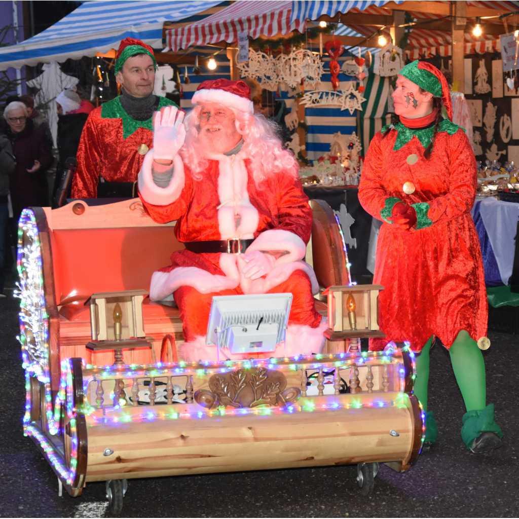 Défilé Du Père Noël avec Image Du Pere Noel Et Son Traineau
