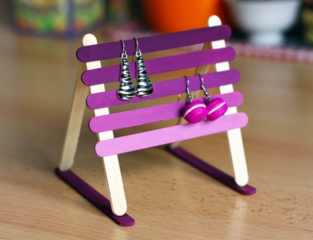 Diy : Recyclez Vos Bâtonnets De Glace En Support À Boucles D serapportantà Bricolage Avec Baton De Bois