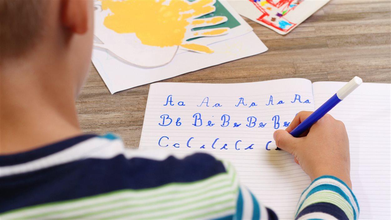 Et Si Les Enfants N'apprenaient Qu'un Seul Type D'écriture dedans Image Écriture