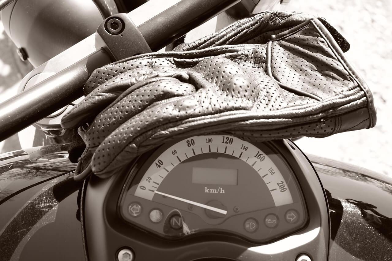🏍️quels Gants De Moto Choisir En Automne / Mi-Saison destiné Caractéristiques De L Automne
