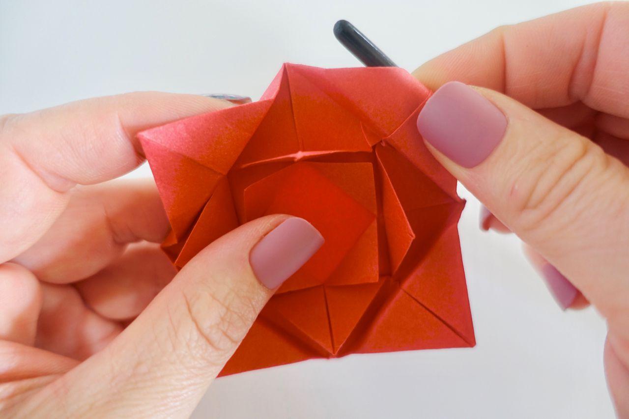 Faire Une Rose Facile Origami 2020 - To Do intérieur Origami Rose Facile A Faire