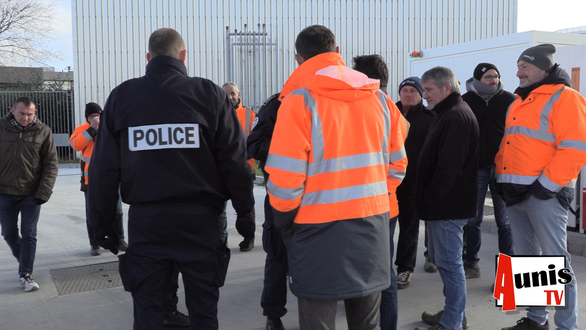 Fin Du Blocage Des Dépôts De Carburant De La Pallice À La encequiconcerne On Va Sortir La Rochelle