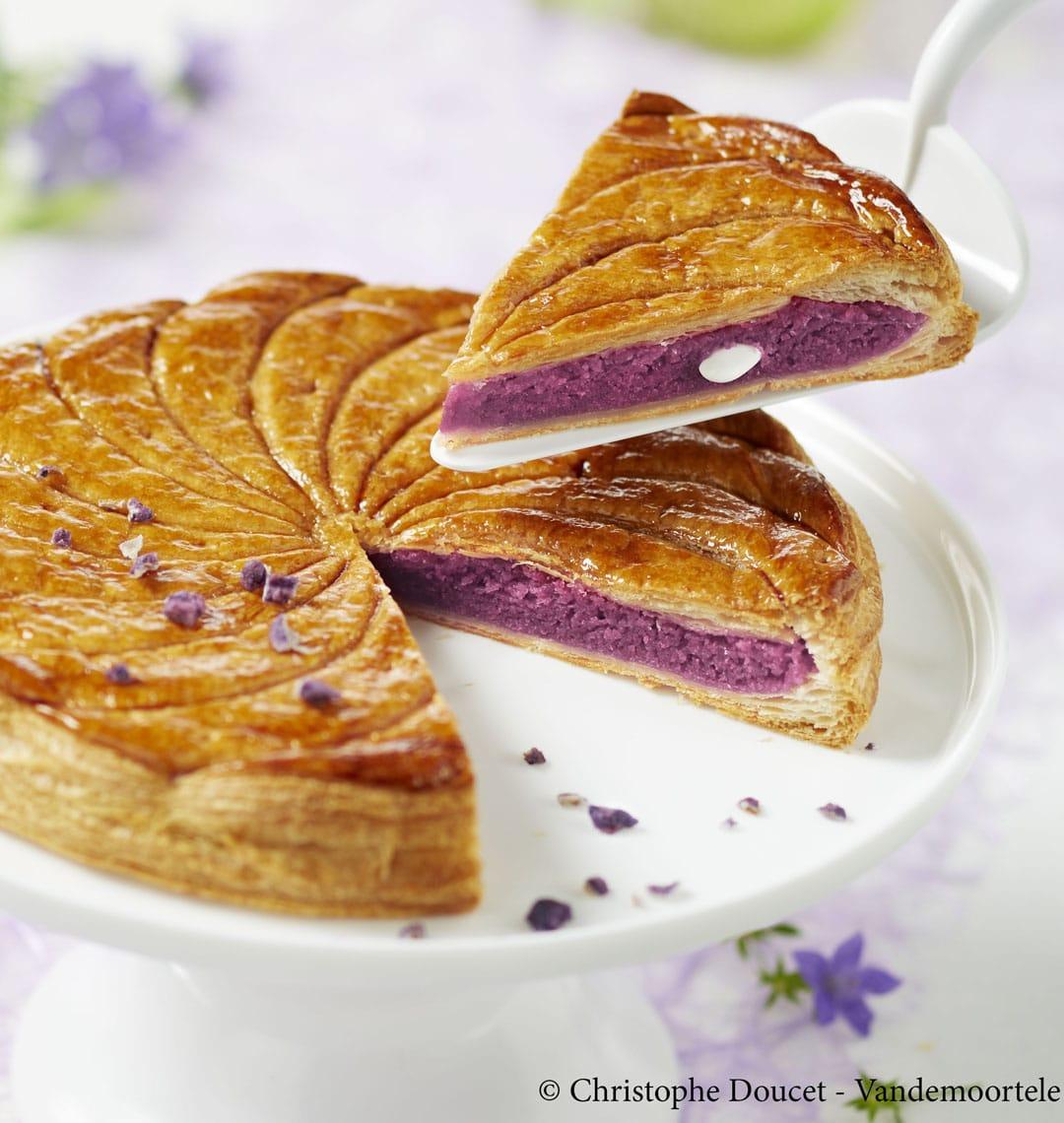 Galette Des Rois Crème D'amande Et Violette encequiconcerne Image De Galette Des Rois
