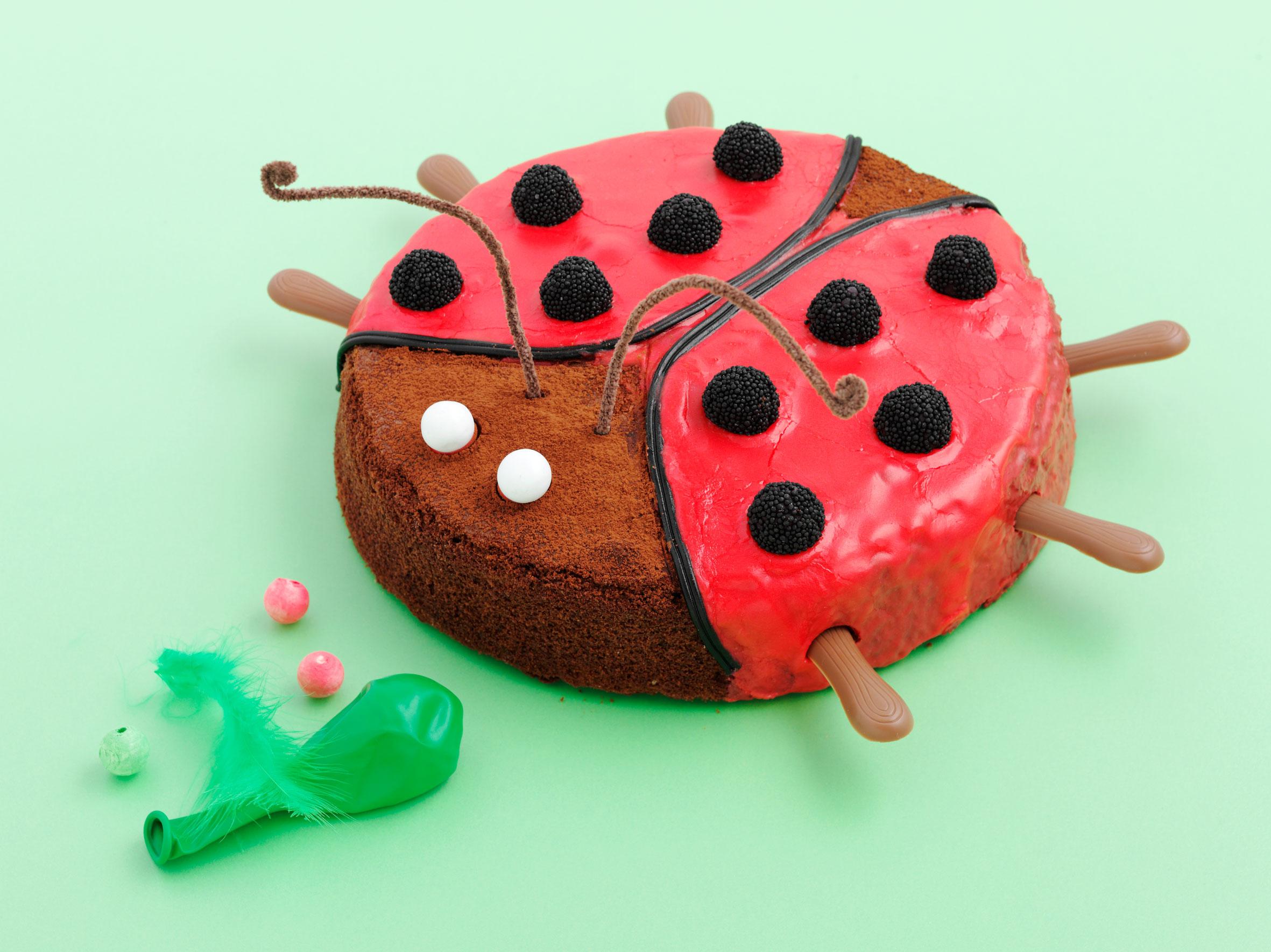 Gâteau D'anniversaire Coccinelle encequiconcerne Coccinelle A Coller