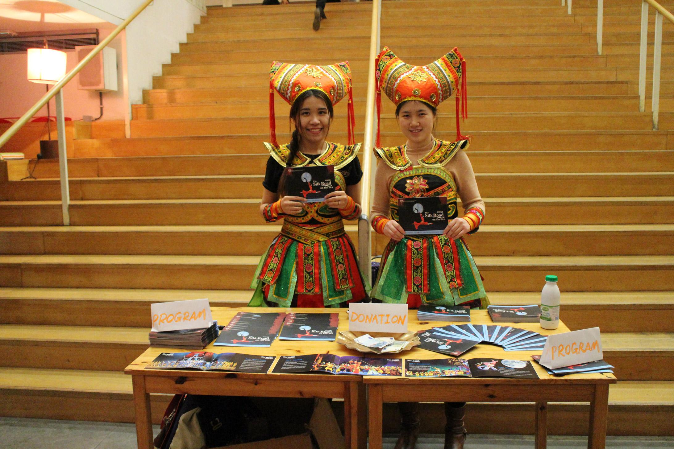 La Présence Du Centre Culturel De Chine Au Spectacle De pour Spectacle Danse Chinoise