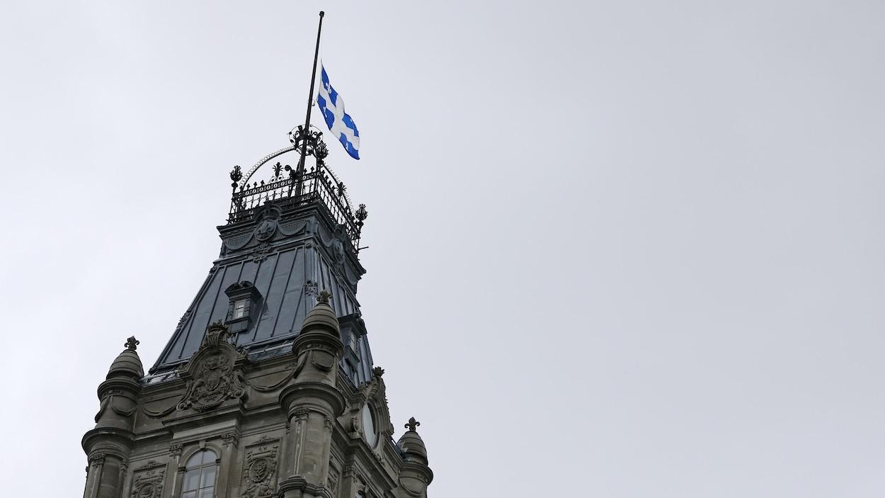 Le Mouvement Québec Français S'insurge Contre L'anglais Dans encequiconcerne Grimper En Anglais