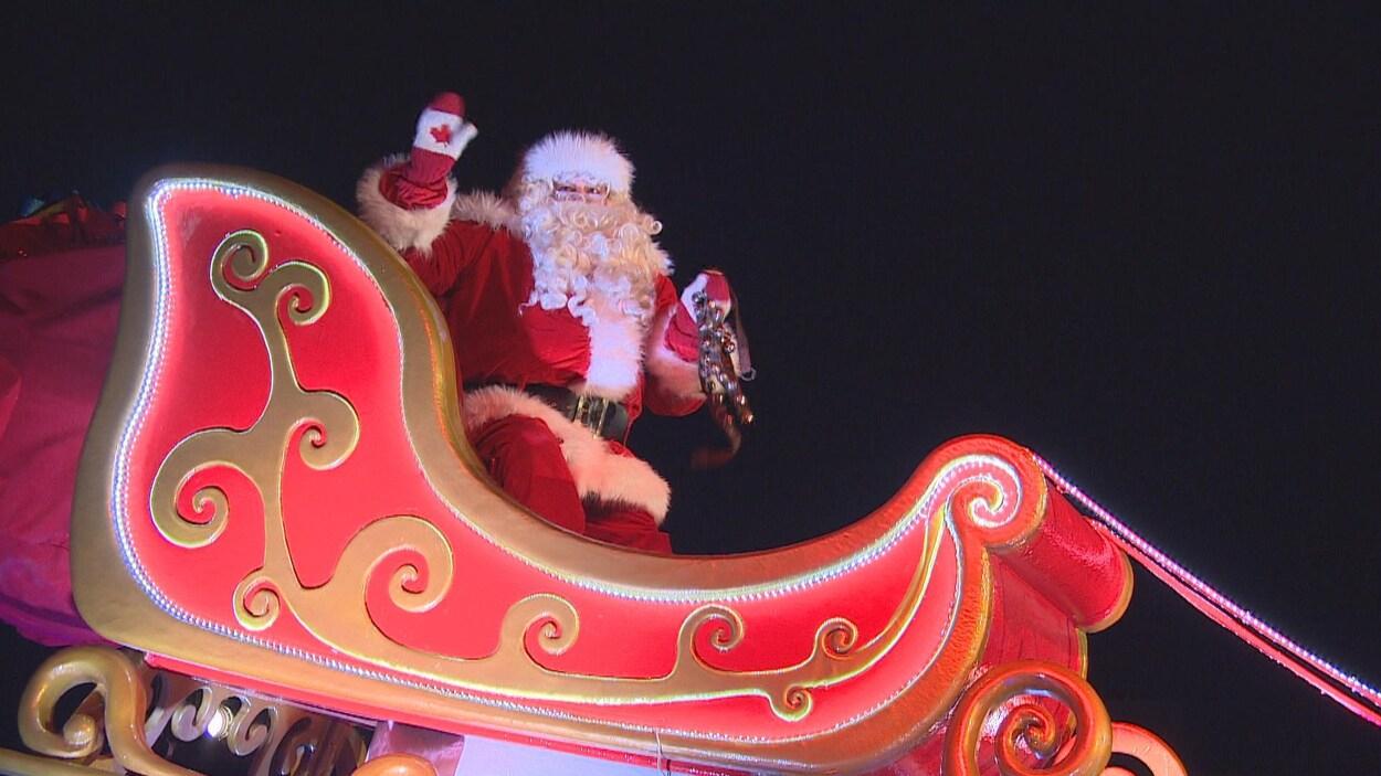 Le Père Noël Est À Winnipeg Samedi Avec Son Nouveau Traîneau tout Image Du Pere Noel Et Son Traineau