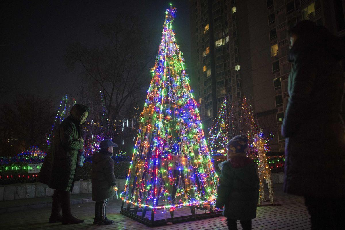 Les Enfants Chinois Croient De Plus En Plus Au Père Noël (Et à Chanson De Noel En Chinois