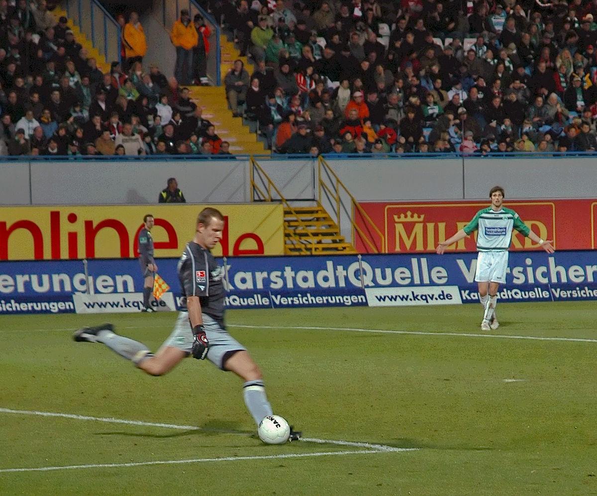 Loi 16 Du Football — Wikipédia tout Jeux De Foot Gardien De But
