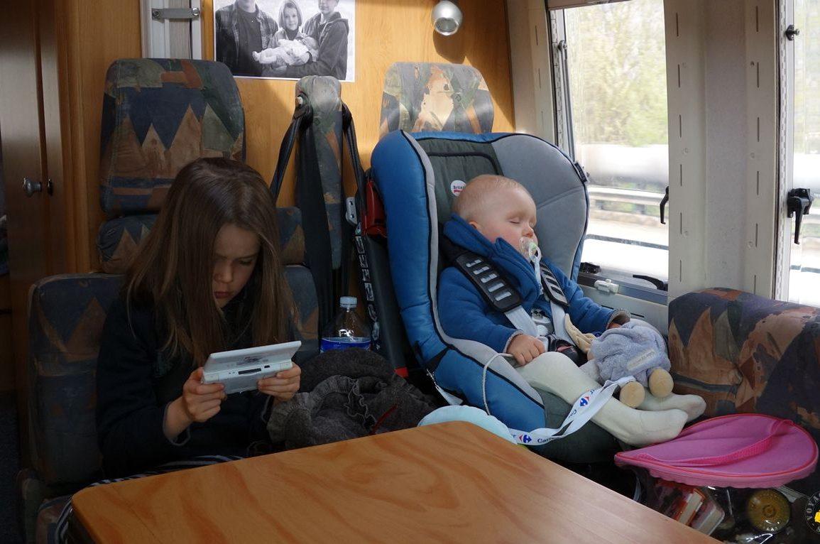 Longs Trajets En Voiture Avec Bébé Et Enfant: Nos Conseils tout Ce Soir On Joue En Famille 3
