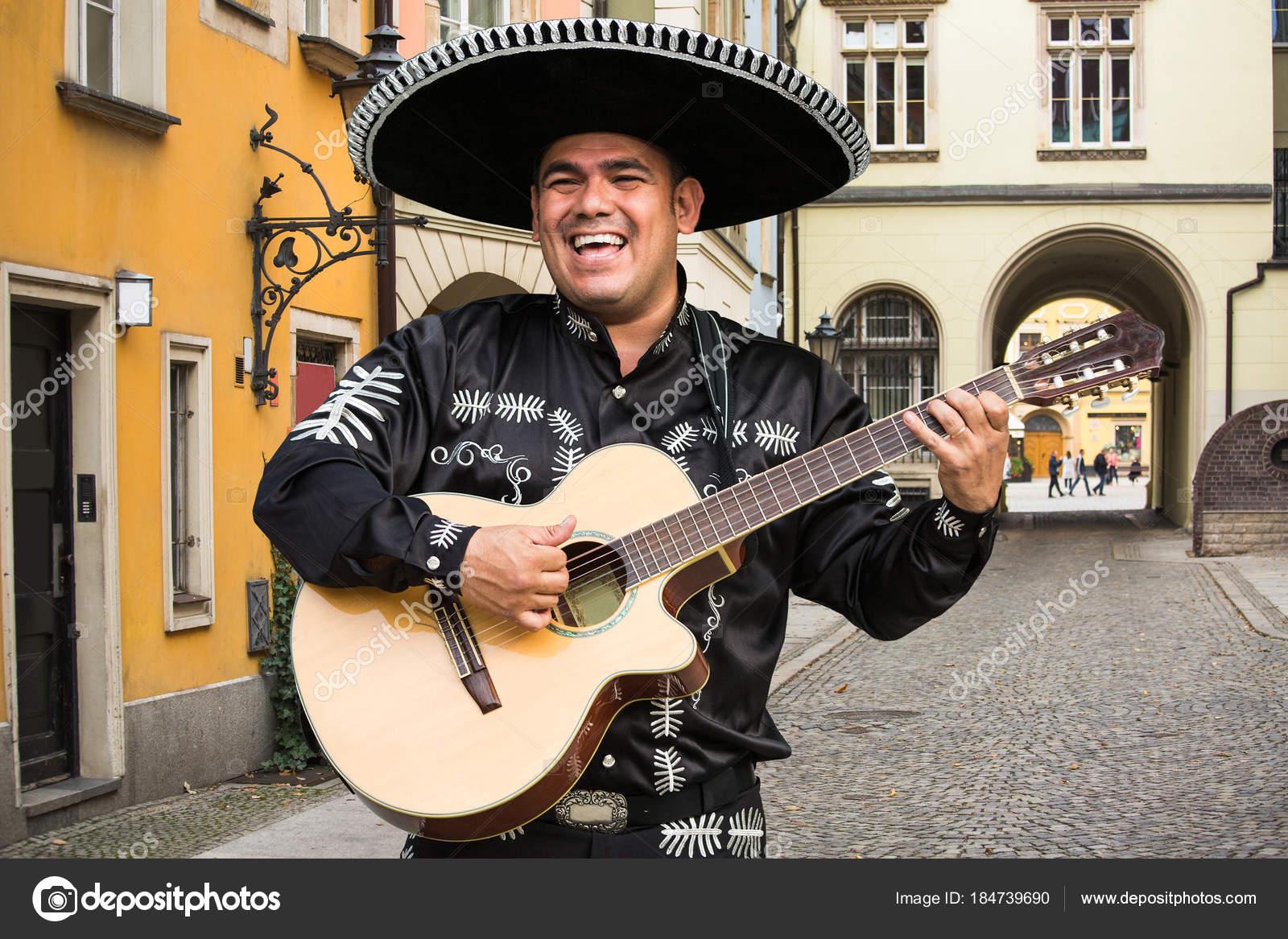 Mexican Musician Mariachi — Stock Photo © Scharfsinn #184739690 intérieur Musicien Mexicain