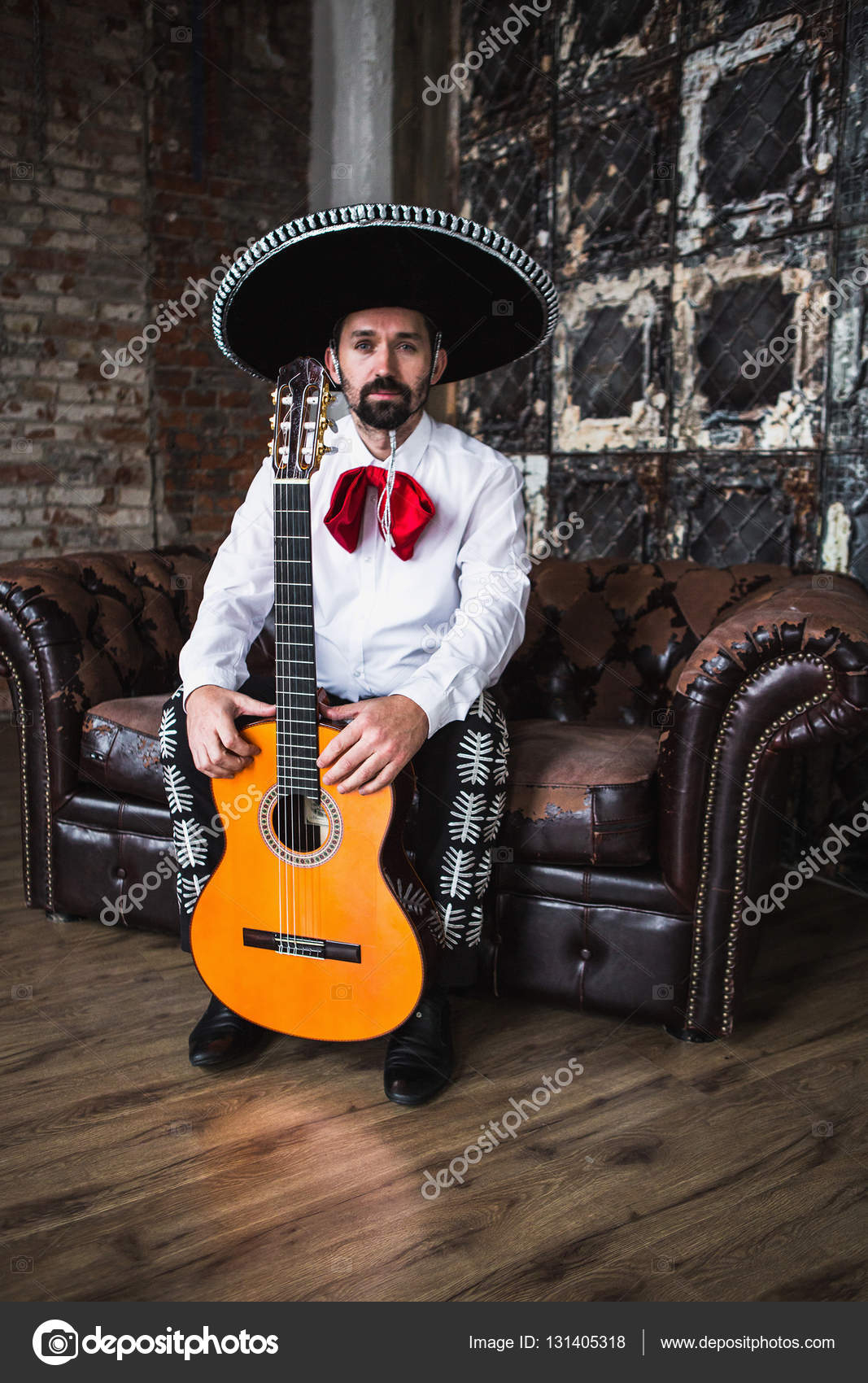Mexican Musician Playing Guitar — Stock Photo © Scharfsinn à Musicien Mexicain