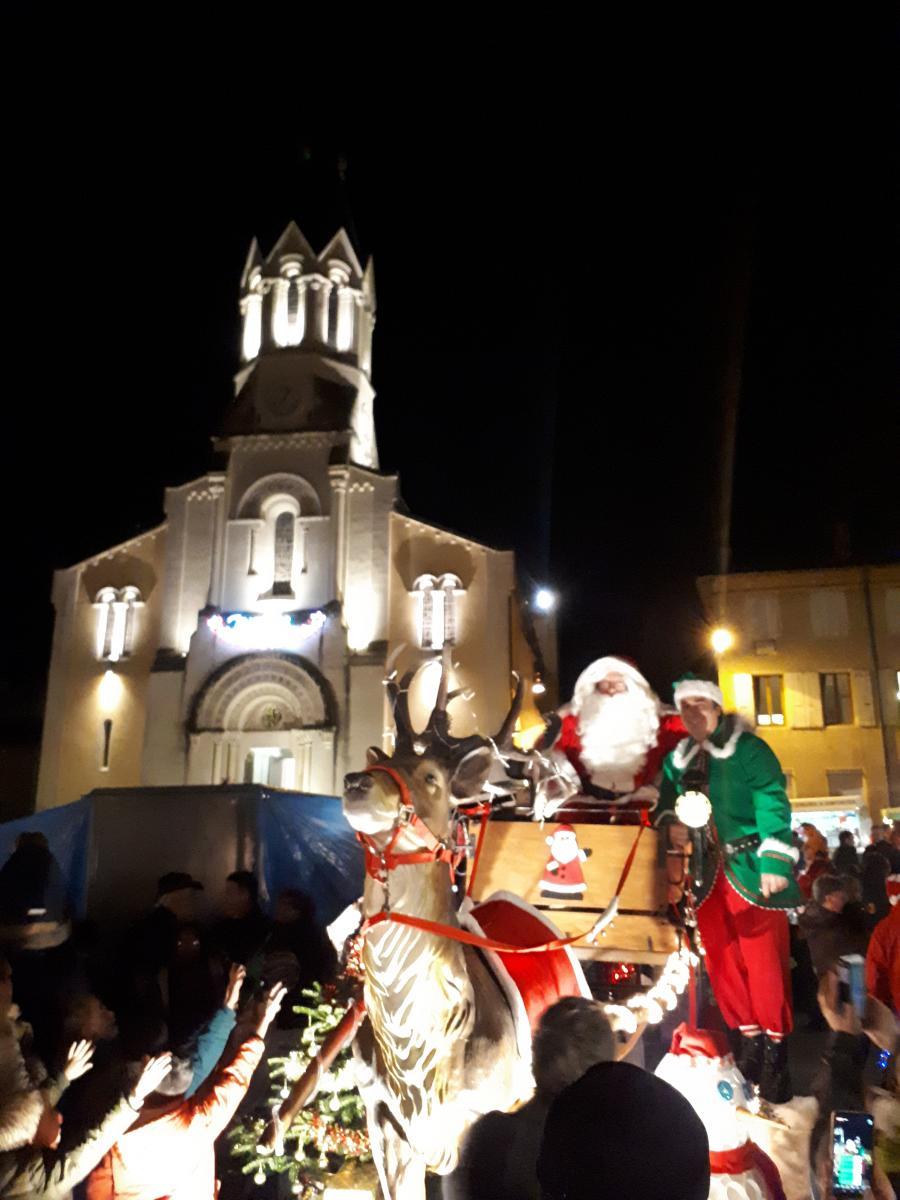 Noël À Loriol : Arrivée Du Père Noël Et De Son Traîneau | Loriol destiné Image Du Pere Noel Et Son Traineau