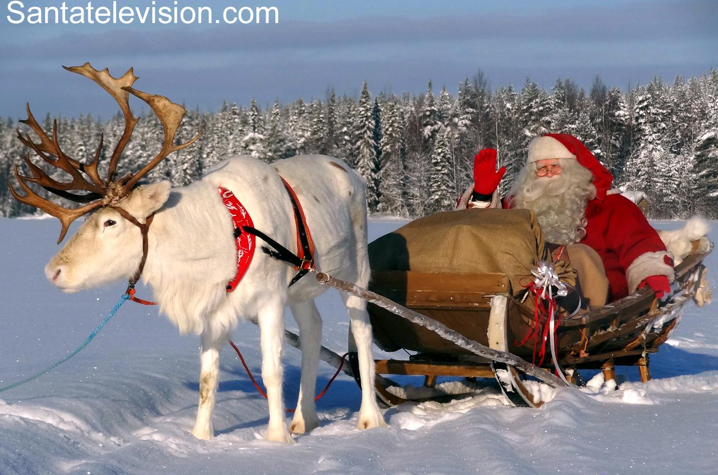 Photos: Père Noël Laponie -Image Sur Petit Papa Noël Finlande pour Image Du Pere Noel Et Son Traineau