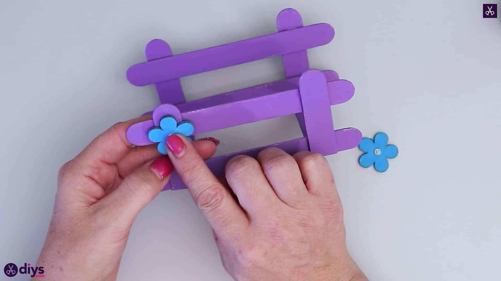 Porte-Serviettes Bricolage Simple Popsicle Stick concernant Bricolage Avec Baton De Bois