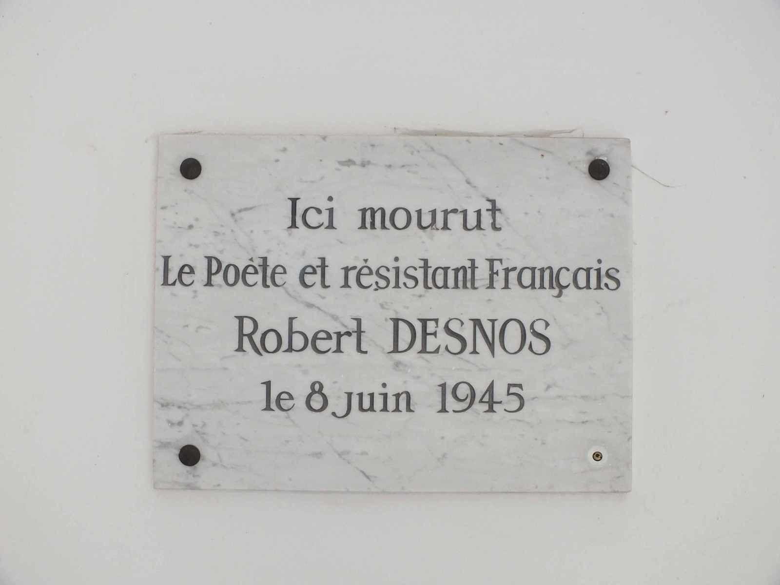 Robert Desnos serapportantà Poème De Robert Desnos