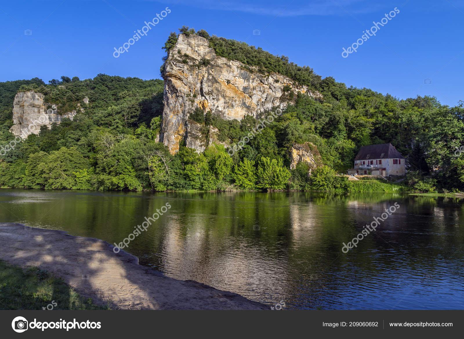 Scenic Landscape Dordogne River Nouvelle Aquitaine Region encequiconcerne Nouvelle Region France