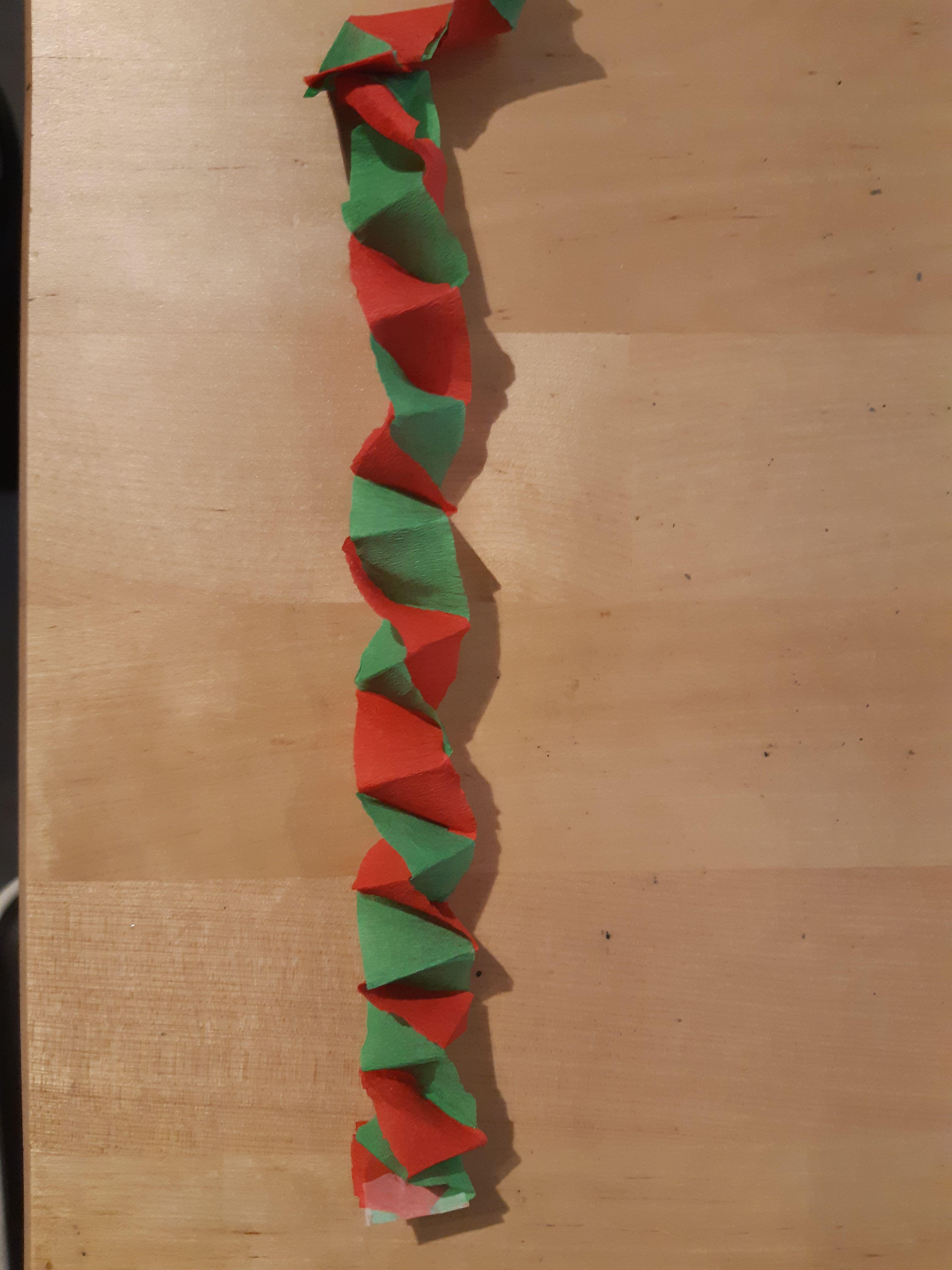 Une Autre Guirlande De Noël Simple À Réaliser Avec Du Papier à Realisation Papier Crepon