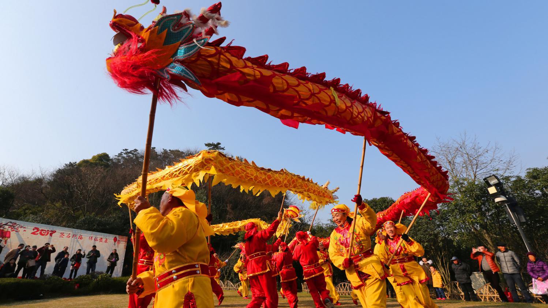 """Video. Chine : Un Concours De """"danse Du Lion"""" De Haute Volée serapportantà Spectacle Danse Chinoise"""
