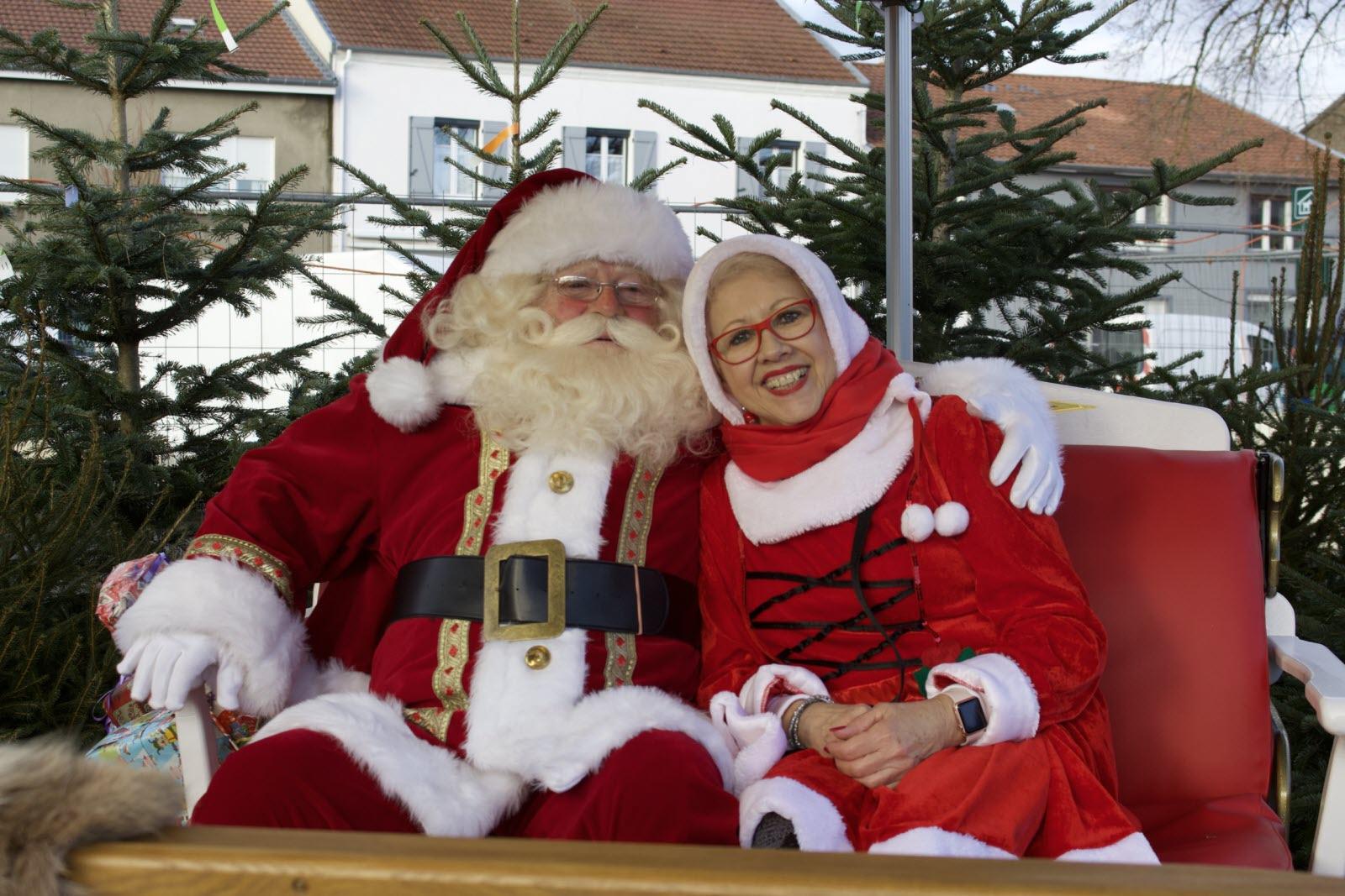 Vos Événements En Images | Le Père Noël Est Arrivé Avec Ses à Image Du Pere Noel Et Son Traineau