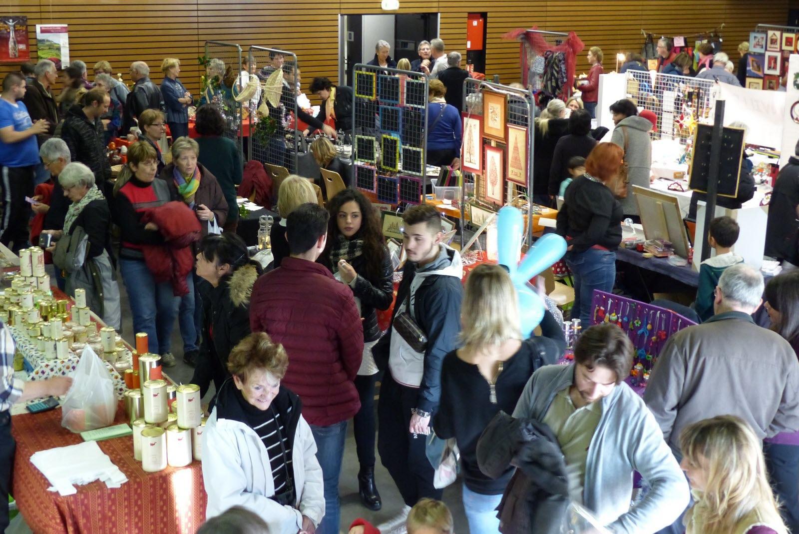 Vos Événements En Images | Marché De Noël Organisé Par L pour Caillou Fete Noel