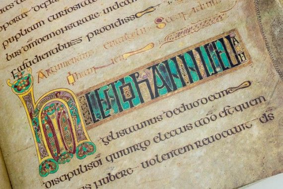 10 Beautiful Images From The Book Of Kells | Book Of Kells pour Script In The Book Of Kells Book