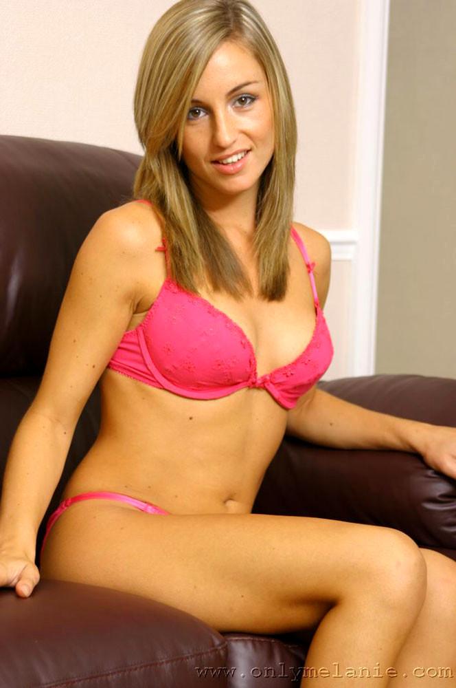 Babe Today Only Melanie Melanie Walsh Hq Posing dedans Melanie Walsh