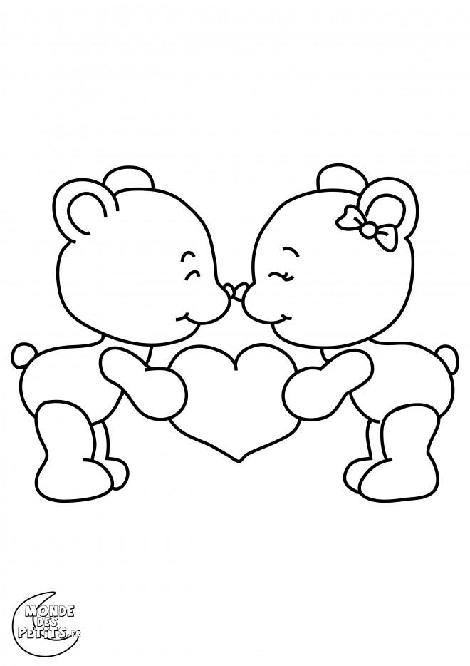 Coloriage Oursons Mignons Portant Un Coeur D'Amour encequiconcerne Coloriage Coeur À Imprimer Gratuit