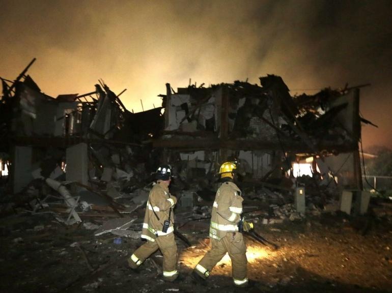 En Images. Explosion D'Une Usine D'Engrais Au Texas à Paroles Au Feu Les Pompiers