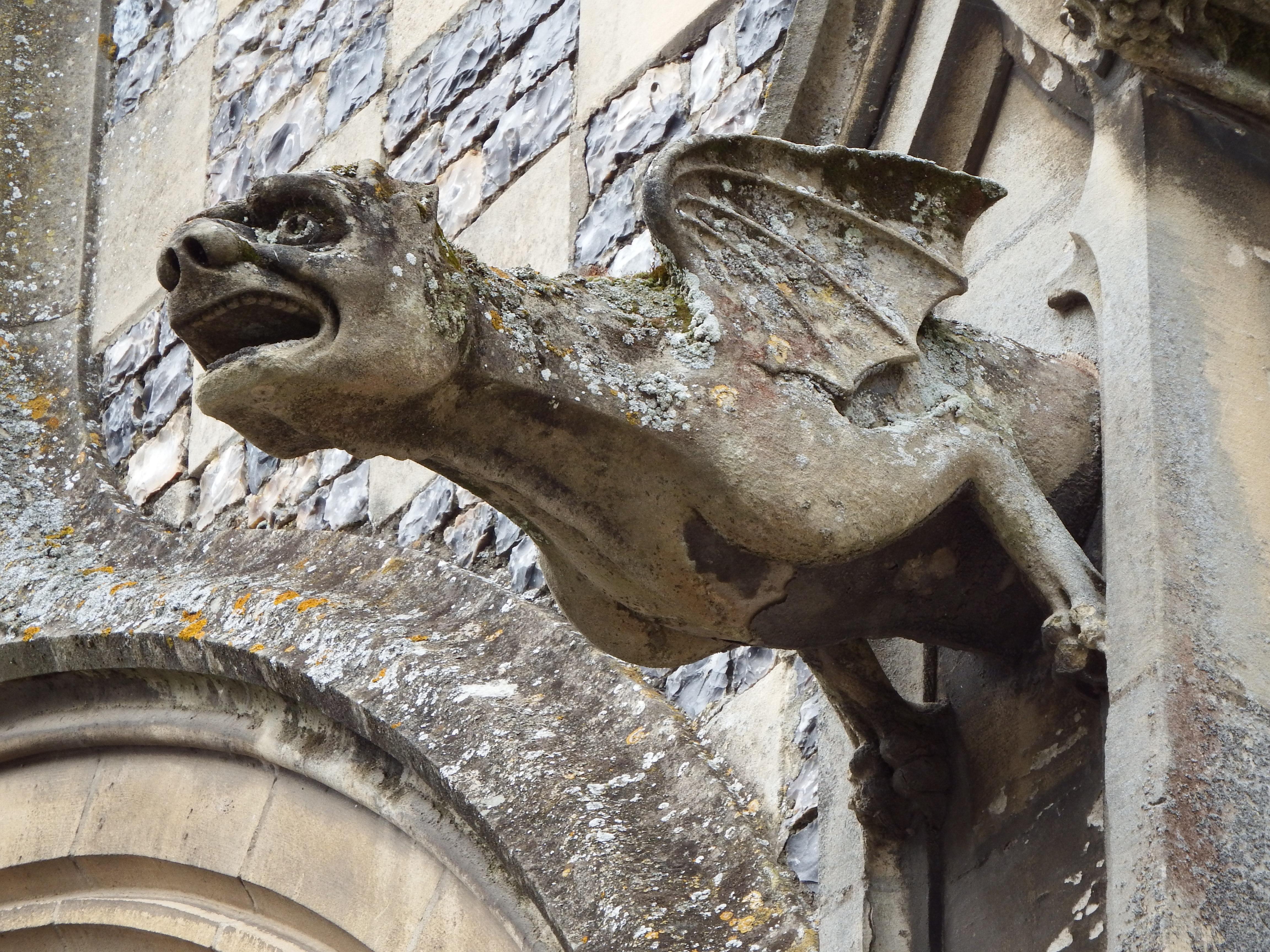 File:gargouille Église Saint Martin - Wikimedia Commons serapportantà Dessin Gargouille