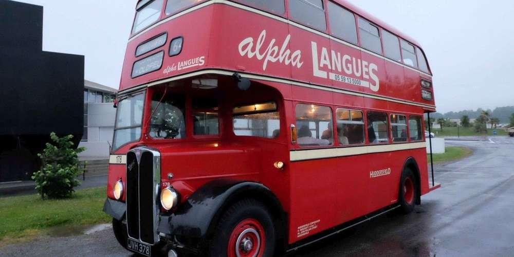 Insolite En Béarn : Un Covoiturage En Bus À Impériale encequiconcerne Image Bus Anglais