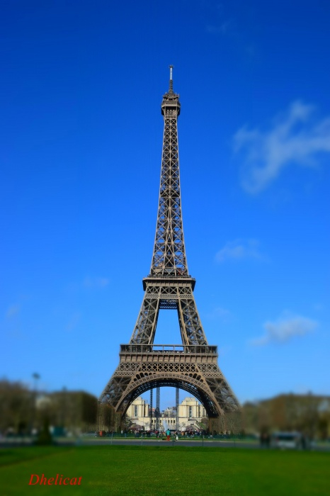 La Tour Eiffel | Dhelicat tout Tour Eiffel À Imprimer